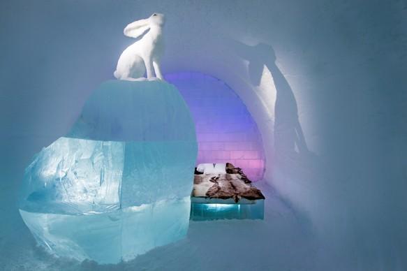 ICEHOTEL 28, 2017-2018 Art Suite  Follow the White Rabbit. Design AnnaSofia Mååg & Niklas Byman. Photo Asaf Kliger. © ICEHOTEL. www.icehotel.com