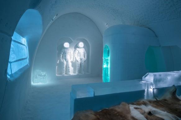 ICEHOTEL 28, 2017-2018 Art Suite Space Room. Design Adrian Bois & Pablo Lopez. Photo Asaf Kliger © ICEHOTEL. www.icehotel.com