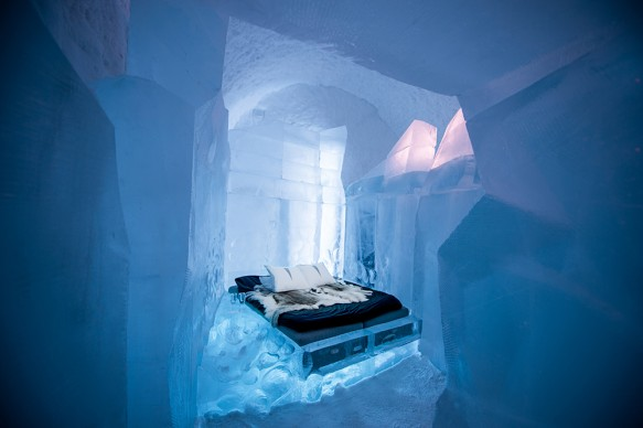 ICEHOTEL 365, 2017-2018. Deluxe Suite 34 meters. Design Luca Roncoroni & Dave Ruane. Photo Asaf Kliger. © ICEHOTEL. www.icehotel.com