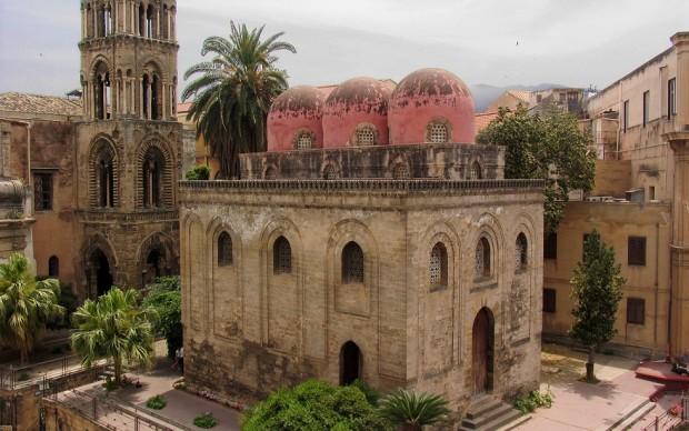 PALERMO Chiesa di San Cataldo e campanile della chiesa di Santa Maria dell'Ammiraglio.