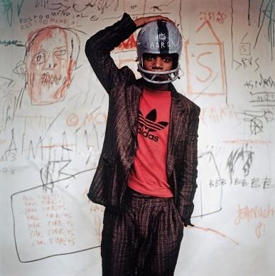 Edo Bertoglio, Jean-Michel Basquiat wearing an American football helmet, 1981. Photo: © Edo Bertoglio, courtesy of Maripol, Artwork: © VG Bild-Kunst Bonn, 2018 & The Estate of Jean-Michel Basquiat, Licensed by Artestar, New York