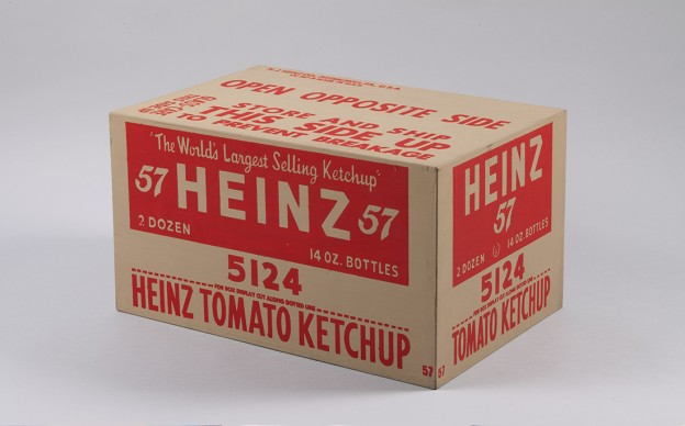 Andy Warhol, Scatola di kétchup Heinz. 1964. Collection of the Andy Warhol Museum, Pittsburgh © 2017 The Andy Warhol Foundation for the Visual Arts, Inc. / VEGA