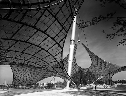 Sigrid Neubert, Günter Behnisch und Frei Otto: Dachkonstruktion des Olympiastadions, München 1972 © Staatliche Museen zu Berlin, Kunstbibliothek / Sigrid Neubert