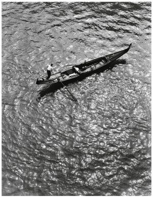 Fulvio Roiter, Venezia, Gondola dall'alto del Ponte di Rialto, 1953 © Fondazione Fulvio Roiter