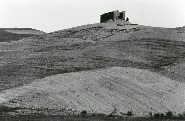 Sigrid Neubert, Ohne Titel (Häuser in der Landschaft) © Staatliche Museen zu Berlin, Kunst-bibliothek / Sigrid Neubert