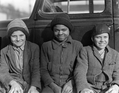 Figli di minatori͟. 19 marzo 1937, Scott's Run, West Virginia, U.S.A. Foto di Lewis Hine  (1874 – 1940) © Courtesy NARA - National Archives and Records Administration