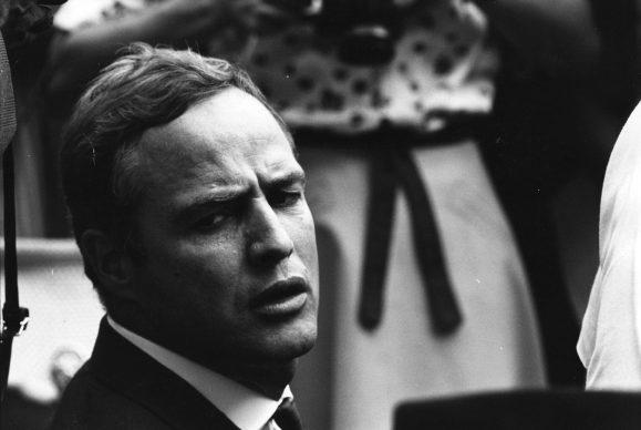 L'attore Marlon Brando alla Marcia per i diritti civili a Washington. 28 agosto 1963, Washington, D.C., USA. Autore sconosciuto © Courtesy U.S. Information Agency - Press and Publications Service / NARA - National Archives and Records Administration