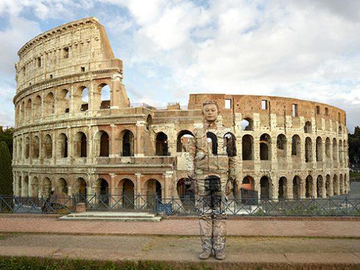 Liu Bolin, Colosseo, Roma. Courtesy Boxart, Verona