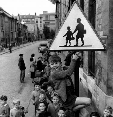 Robert Doisneau, Les écoliers de la rue Damesme, 1956 @ Atelier Robert Doisneau