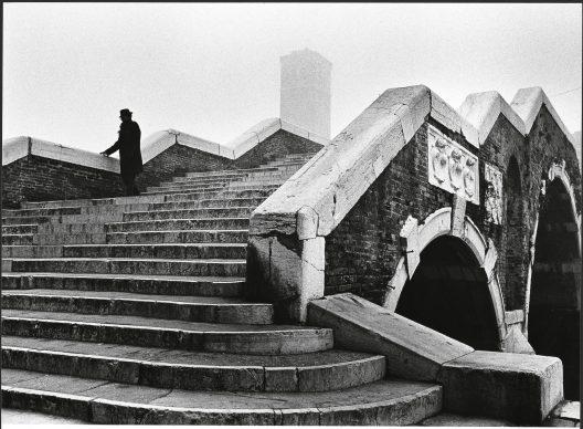 Fulvio Roiter, Venezia, Ponte dei Tre Archi, 1979 © Fondazione Fulvio Roiter