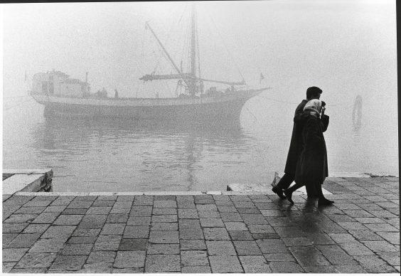 Fulvio Roiter, Venezia, Fondamenta delle Zattere, 1965 © Fondazione Fulvio Roiter
