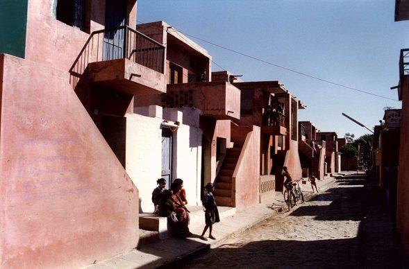 Balkrishna Doshi, Aranya Low Cost Housing. 1989, Indore, India - Photo courtesy of VSF -  Courtesy of the Pritzker Architecture Prize