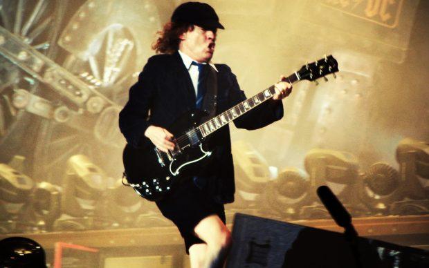 Angus Young live con gli AC/DC a Barcellona, nel 2009. Photo by Ed Vill, fonte Flickr