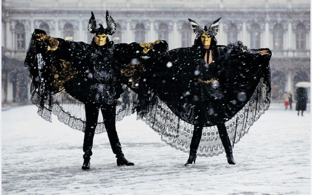 Fulvio Roiter, Carnevale a Venezia, 1988 © Fondazione Fulvio Roiter