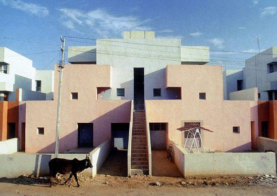 Balkrishna Doshi, Life Insurance Corporation Housing, 1973, Ahmedabad, India - Photo courtesy of VSF - Courtesy of the Pritzker Architecture Prize