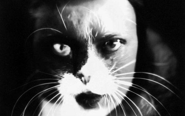 """Wanda Wulz """"Io + gatto"""": sovrimpressione del volto di Wanda Wulz con l'immagine del proprio gatto. Credito fotografico obbligatorio: Archivi Alinari, Firenze"""