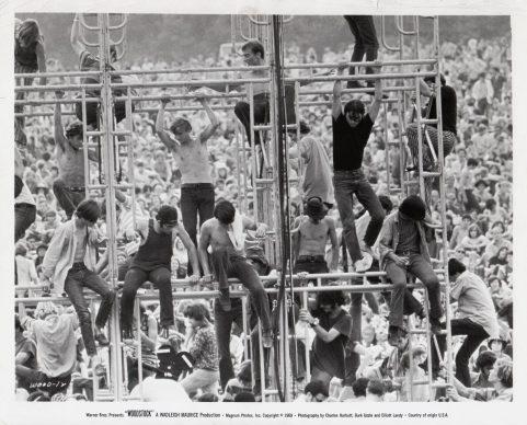 """Foto di scena del documentario """"Woodstock – Tre giorni di pace, amore e musica"""" di Michael Wadleigh, 1970"""