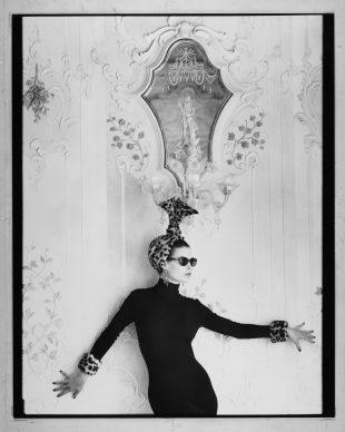 Albert Watson, Blumarine, Venezia – autunno/inverno 1992/93. Modella: Carré Otis. Photo by Albert Watson