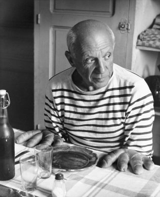 Robert Doisneau, Les pains de Picasso, Vallauris 1952. © Atelier Robert Doisneau