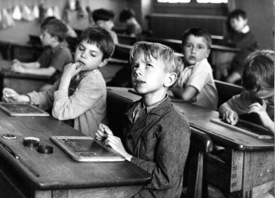 Robert Doisneau, L'information scolaire ( largeur) Paris 1956. © Atelier Robert Doisneau