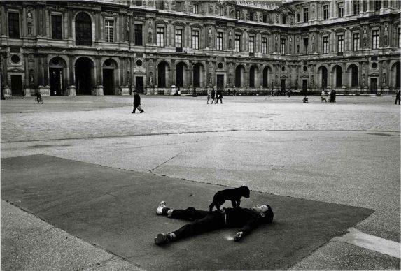Robert Doisneau, Cour carrée du Louvre, 1969. © Atelier Robert Doisneau