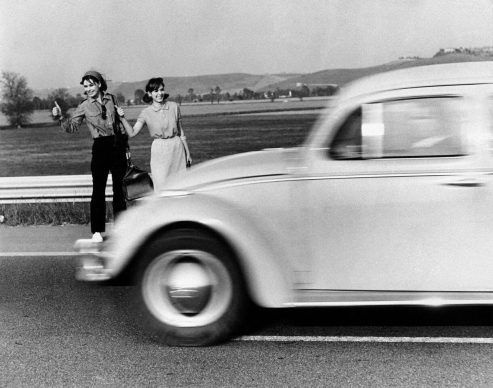 Autostop al femminile. Italia, anni Sessanta.