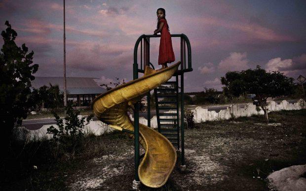 """Francesco Zizola dalla serie """"Maldive: un paradiso perduto"""", 2007 Stampa digitale a colori su carta fotografica Fine Art 30 x 21,50 cm Courtesy dell'artista"""