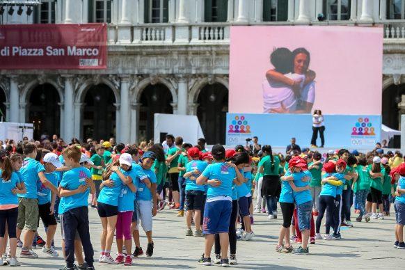 Scendi in piazza con WE the KIDS, Kids Creative Lab 6, 2018, Piazza San Marco, Venezia. Photo by Davide Carrer