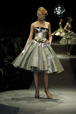 © PHOTO PETER STIGTER  COLLECTION VIKTOR & ROLF A/W 2006-2007