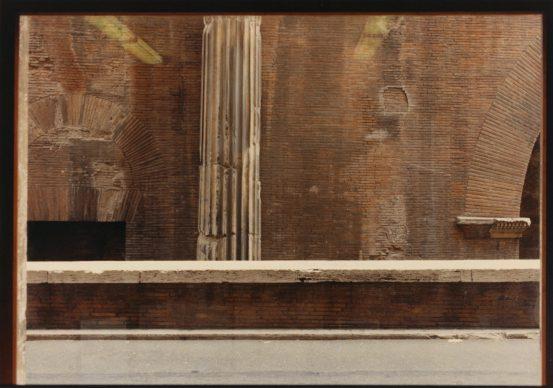 Luigi Ghirri, Roma, Pantheon, 1982 © Eredi di Luigi Ghirri / Courtesy Editoriale Lotus