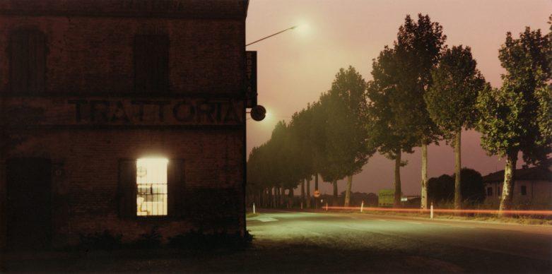 Luigi Ghirri, Nei pressi di Fidenza, 1985 © Eredi di Luigi Ghirri / Courtesy Editoriale Lotus
