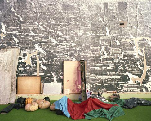 """Luigi Ghirri, Il progetto domestico, XVII Triennale di Milano, 1986. OMA, """"Body-building home: la casa palestra"""" © Eredi di Luigi Ghirri / Courtesy Editoriale Lotus"""