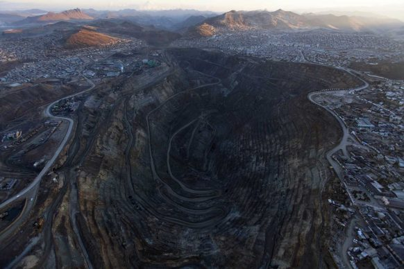 Thomas van Houtryve, , The open-pit mine operated in the centre of the city of Cerro de Pasco, Peru, 2012