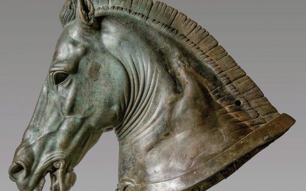 """Protome di cavallo """"Medici Riccardi"""" 340-330 a.C. Bronzo fuso, un tempo dorato a lamina e a foglia Firenze, Museo Archeologico Nazionale"""