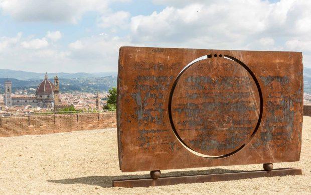 Eliseo Mattiacci, senza titolo (scultura che guarda) mostra-belvedere_anteprima_ph Simona Fossi