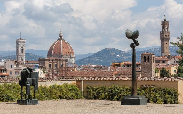 Panorama di Firenze dal Giardino di Boboli con le opere di Fritz Koenig: da sinistra: Großer St. Martin Grande San Martino 1963/1964 Große Flora V Grande Flora V 1977/1978