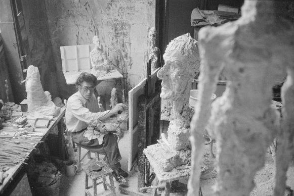 Alberto Giacometti painting in his Paris studio, 1958. Photo: Ernst Scheidegger © 2018 Stiftung Ernst Scheidegger– Archiv, Zürich