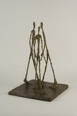 Alberto Giacometti, Three Men Walking (Large Square) / Trois hommes qui marchent [petit plateau], 1948. Fondation Giacometti, Paris © 2018 Alberto Giacometti Estate/Licensed by VAGA and ARS, New York