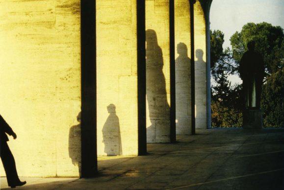 Franco Fontana (Modena, 1933), Presence absence, Rome Eur, 1979. Stampa cromogenica