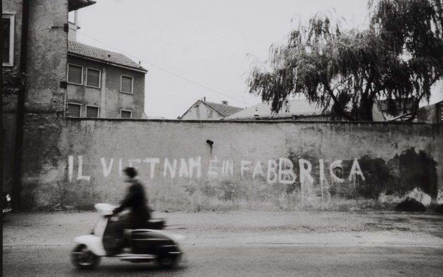 Uliano Lucas (Milano, 1942) Sesto San Giovanni, 1968 Stampa ai sali d'argento