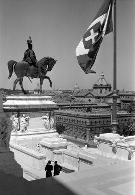 Ralph Deakin, Monument to Vittorio Emanuele II, or 'Vittoriano'. Gelatine silver print, 1930s. Copyright Ralph Deakin / RIBA Collections