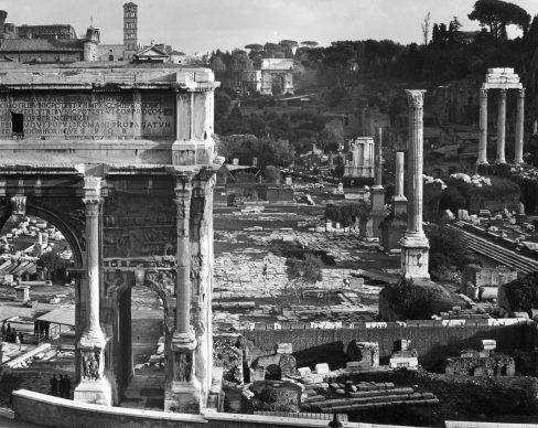 Edwin Smith, Roman Forum, with the Arch of Septimus Severus in the foreground. Gelatine silver print, 1970. Copyright Edwin Smith / RIBA Collections