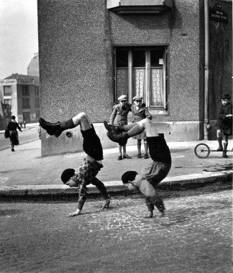Robert Doisneau, Les frères, rue du Docteur Lecène, 1934 @ Atelier Robert Doisneau