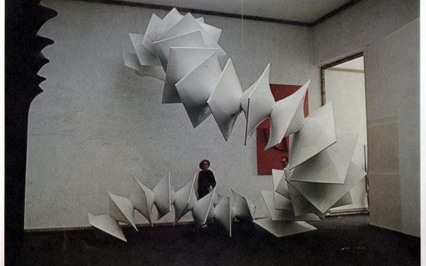 Agostino Bonalumi, Struttura modulare bianca, 1970, misure variabili, (80x100x70 cm, 1 modulo), vetroresina e nitro