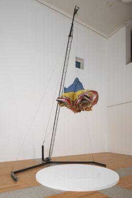 Joana Vasconcelos, Burka, 2002. Collection MUSAC, Museo de Arte Contemporáneo de Castilla y León, León. Photo: DMF, Lisbon © Joana Vasconcelos, VEGAP, Bilbao, 2018.