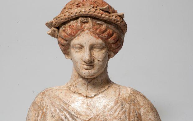 Busto fittile di Demetra, Agrigento, Abitato di Porta II, fine IV - inizi III secolo a.C. terracotta, h cm 23