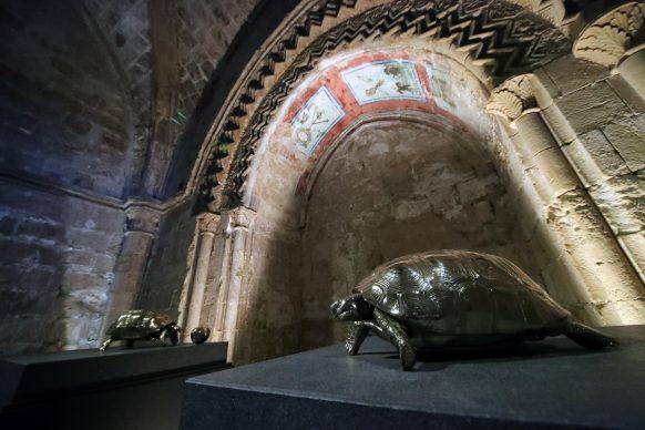 Jan Fabre, due opere esposte al Monastero di Santo Spirito, Agrigento. Foto PETYX PALERMO
