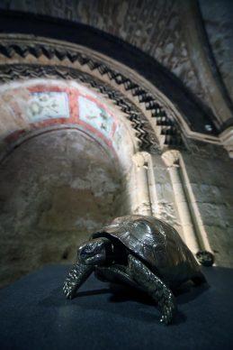 Jan Fabre, un'opera esposta al Monastero di Santo Spirito, Agrigento. Foto PETYX PALERMO
