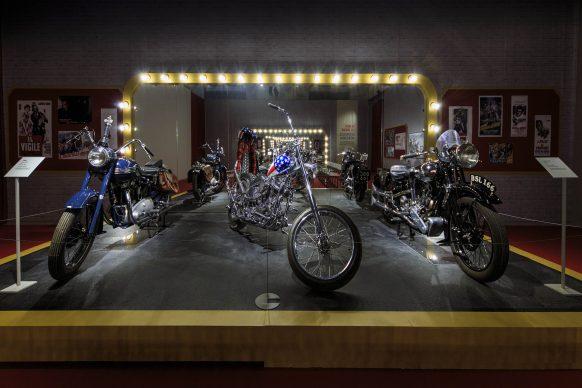 """Mostra """"Easy Rider. Il mito della motocicletta come arte"""", Scuderie Juvarriane di Venaria Reale - vista dell'allestimento"""