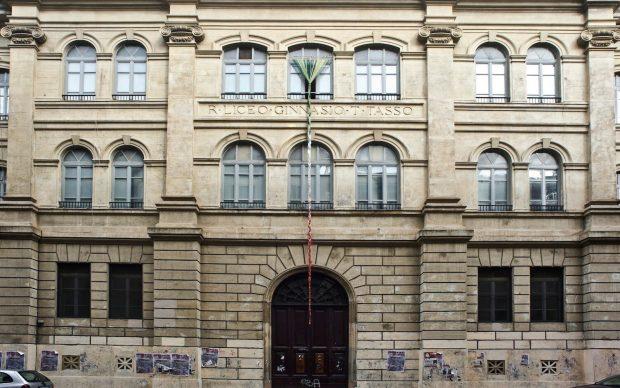 Alfredo Pirri Bandiera per il Tasso 2011intreccio di cordoncini misti cotone/nylon e aste ottone12 x 3 m foto Daniela Pellegrini